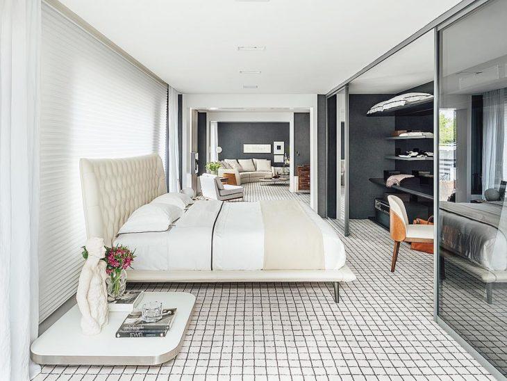 Decoração moderna com piso quadriculado.