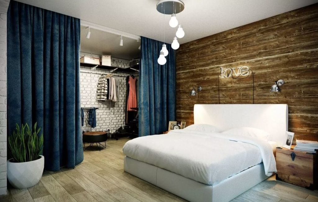 Quarto moderno com closet com cortina.