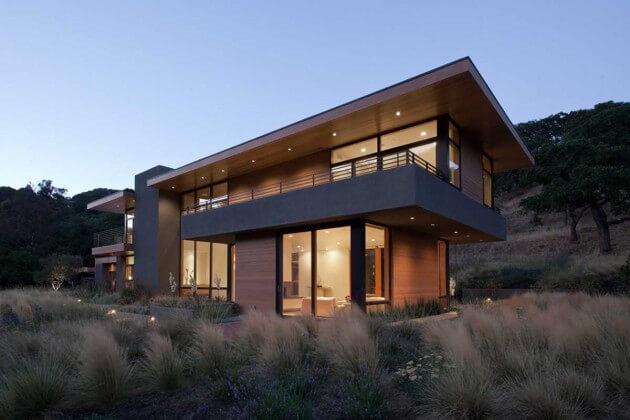 Casa de campo com dois andares e projeto moderno.