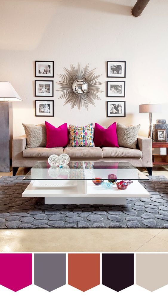 Sala moderna neutra com almofada rosa.