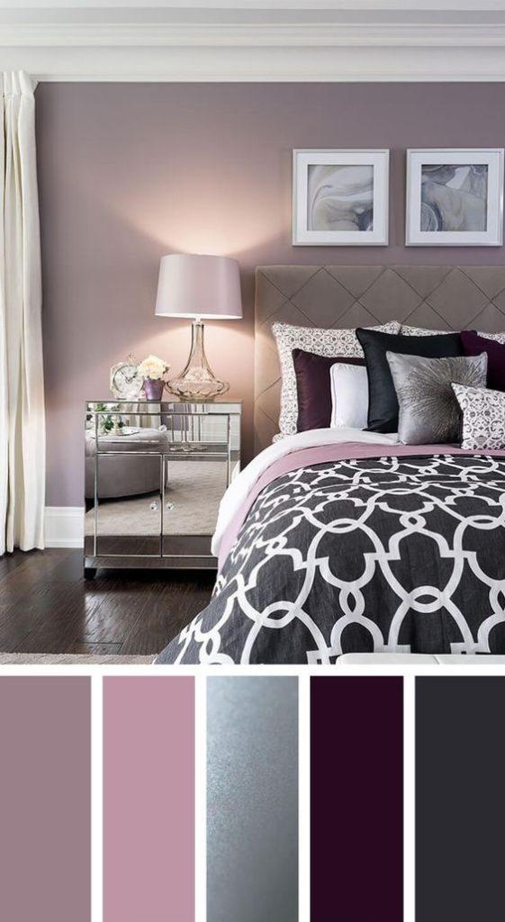 Quarto com decoração lilás e roxa.