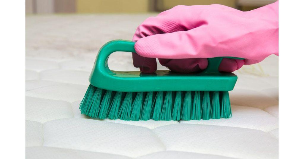 Escova no colchão.