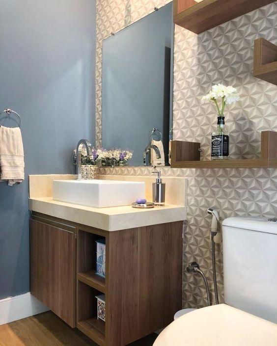 Papel de parede 3D para banheiro pequeno.