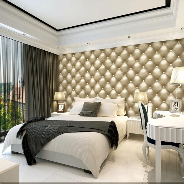 Papel de parede 3D para quarto luxuoso com estampa dourada.