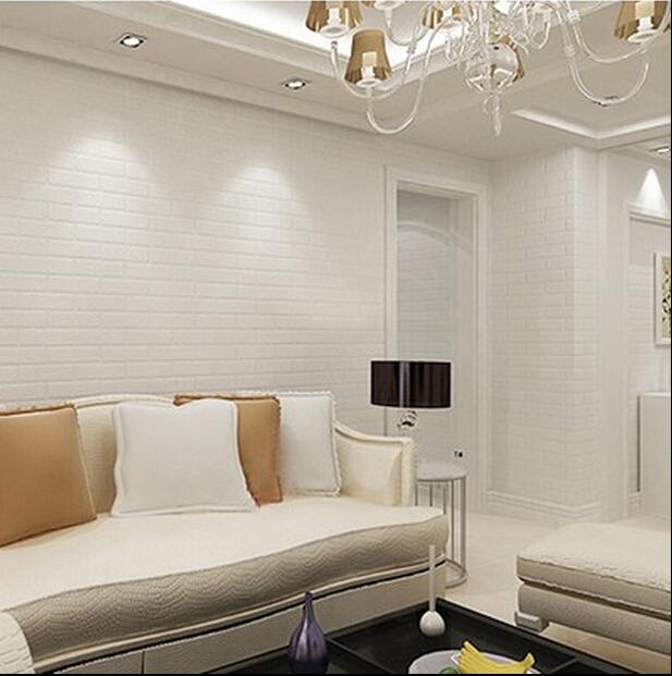 Sala luxuosa com lustre e papel de parede 3d com estampa de tijolinho branco.