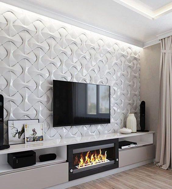 Sala de TV decorada com tons neutros.