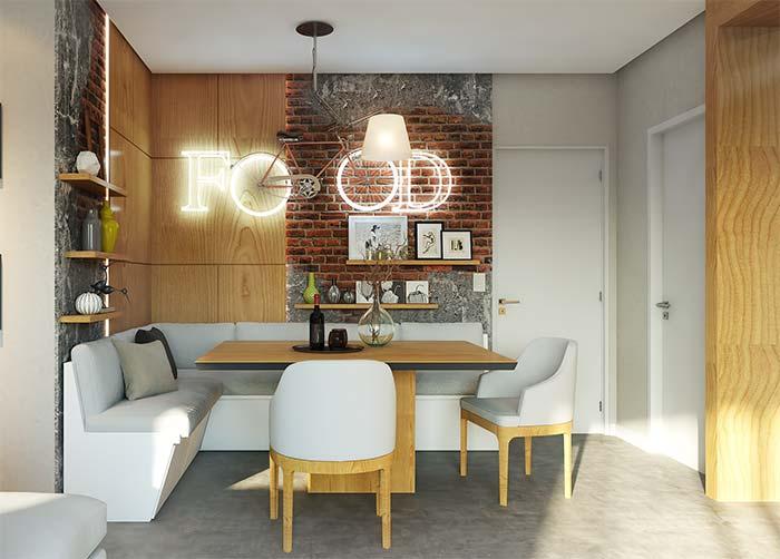 Sala de jantar moderna com revestimento madeira e letreiro neon.