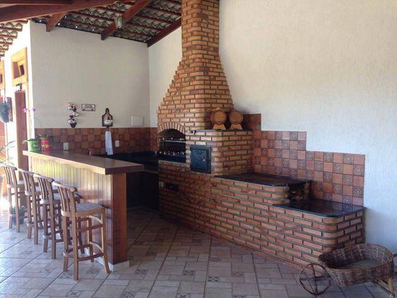Área de churrasqueira simples com tijolinho.