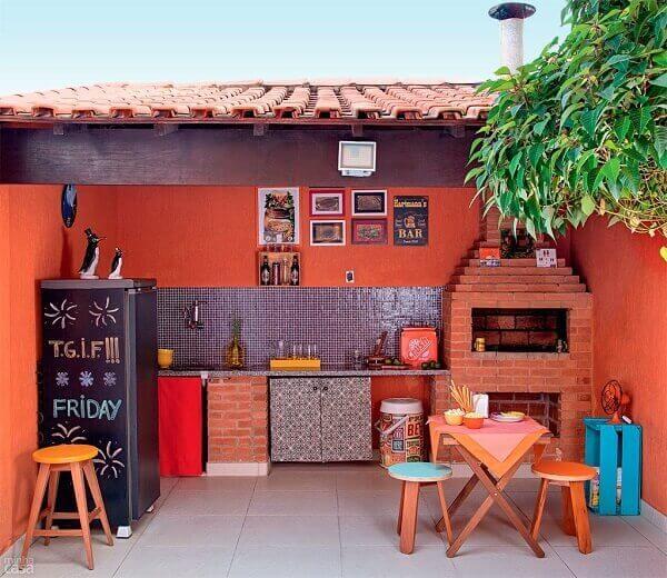 Área de churrasqueira simples de alvenaria.