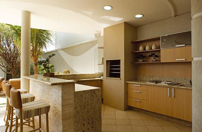 Área de churrasqueira com balcão de granito.