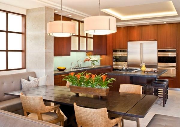 Cozinha aberta com ilha.