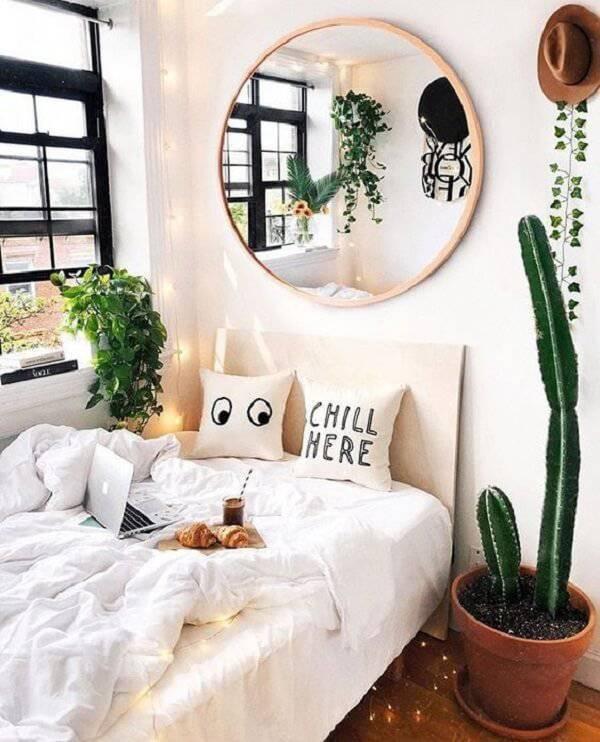 Quarto tumblr com plantas.