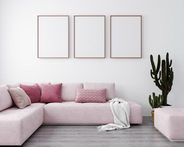 Sala com sofá rosa.