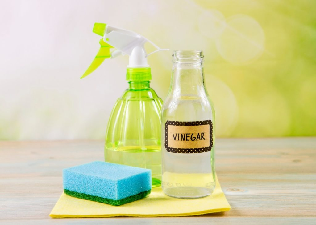 Como limpar azulejo de banheiro com vinagre.