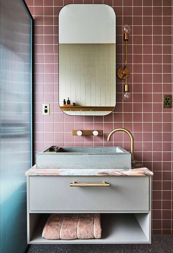 Como limpar azulejo de banheiro colorido.