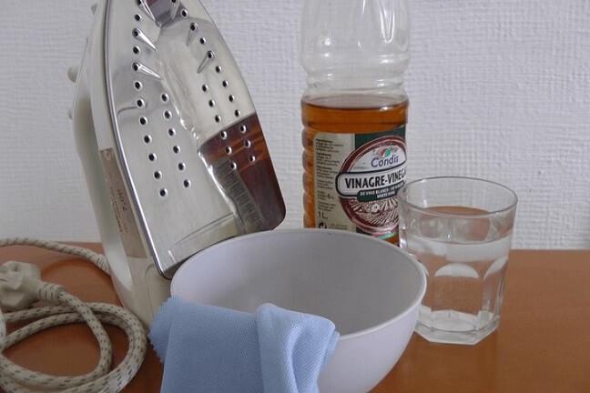 Como limpar ferro de passar com vinagre e água.