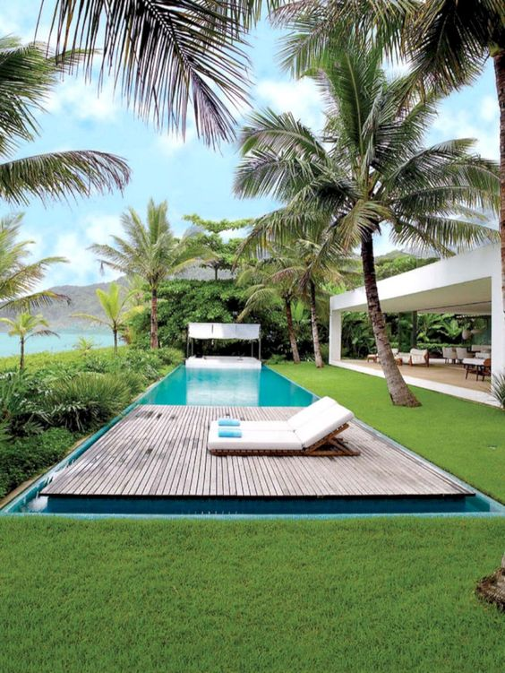 deck de madeira para piscinas com vista para o mar