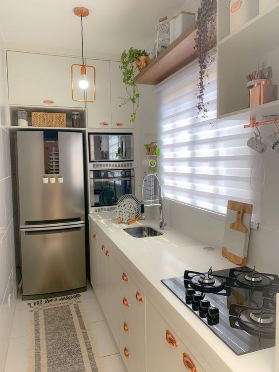 cozinha pequena limpa e organizada