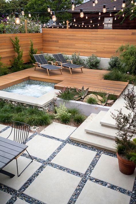 paredes e deck de madeira para área da piscina e jardim