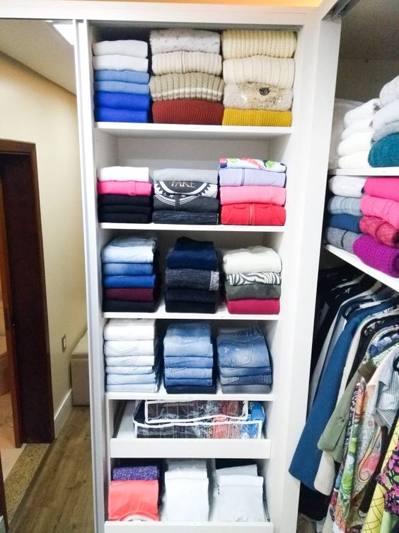 como organizar a casa com roupas dobradas por modelo