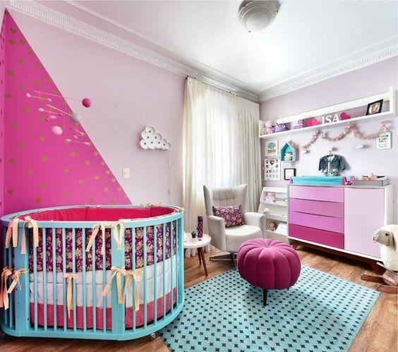quarto de criança em azul e rosa