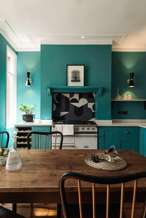 cozinha com paredes azul turquesa