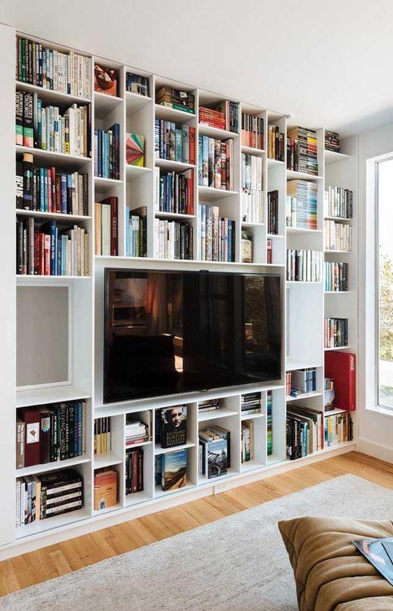 como organizar a casa em sala de estar com estante biblioteca