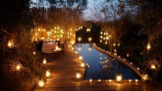 deck de piscina iluminado