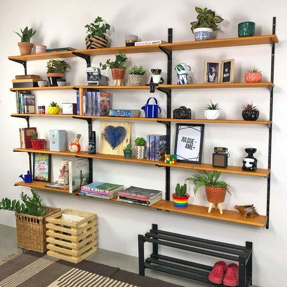 como organizar a casa em estante prateleira para arrumar e decorar a sala