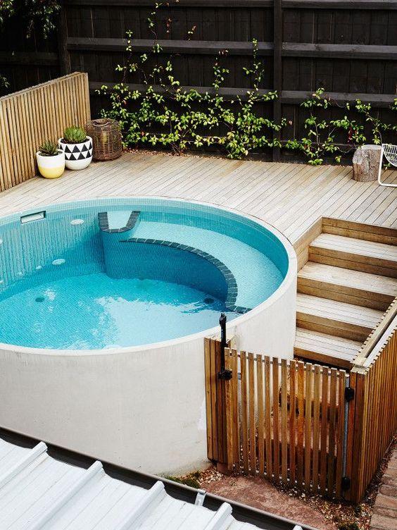 deck suspenso com piscina redonda