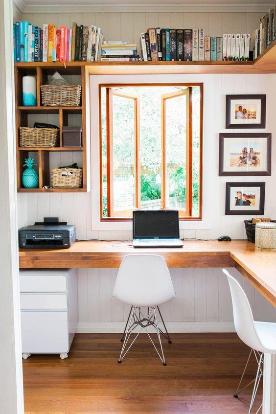 como organizar a casa em home office com suporte para livros