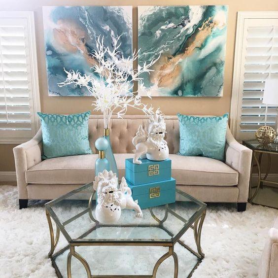 almofadas e quadro azul turquesa
