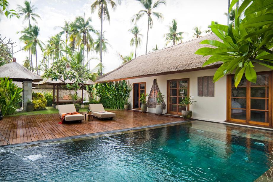 deck infinito com piscina natural