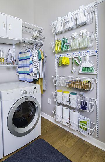 lavanderia com grande prateleira organizadora