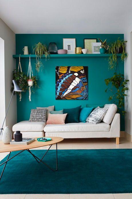 paredes e tapete azul turquesa
