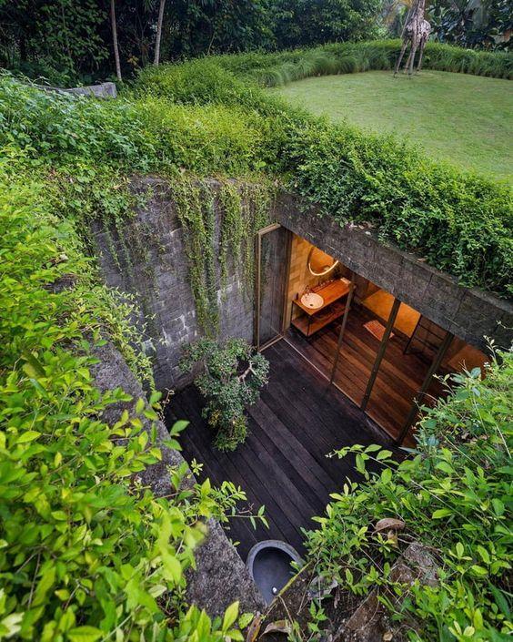 ecotelhado nas laterais com jardim central interno sem cobertura