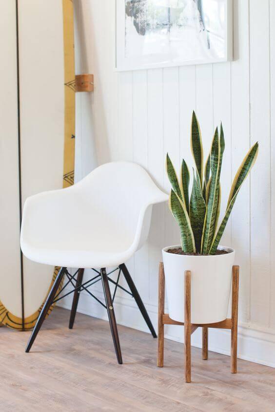 vaso alto com cadeira charles eames