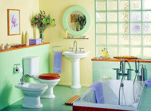 banheiro colorido e harmonizado
