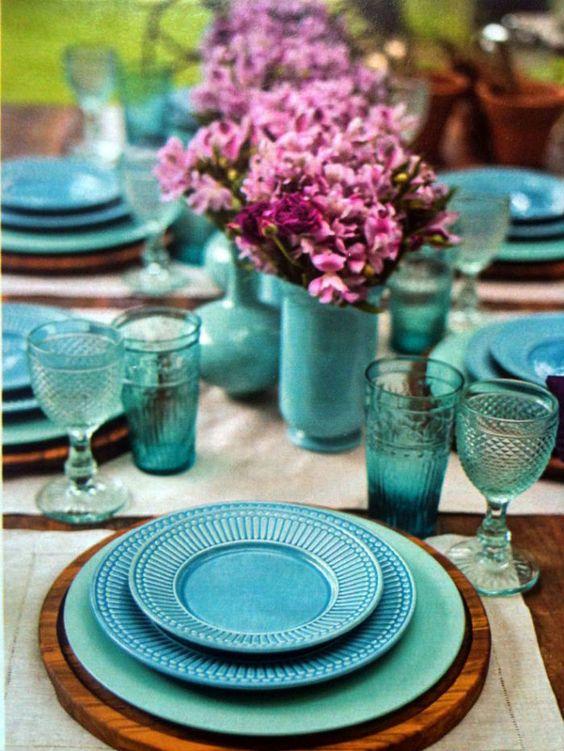 jogo de jantar com pratos, copos e taças