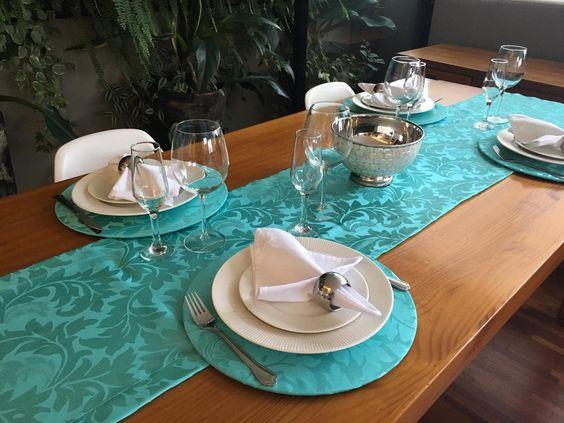 jogo de mesa para compor a decoração dos pratos e taças