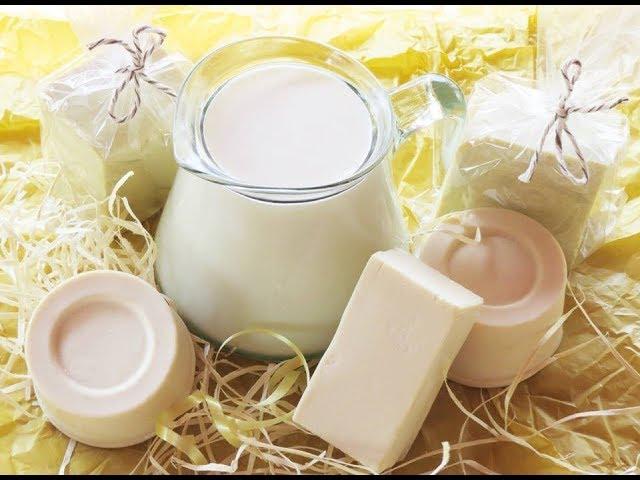 Sabão branco e jarra de leite.