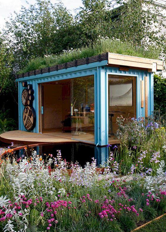 telhado verde em ateliê container jardim florido frontal
