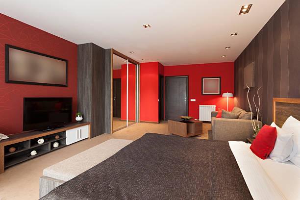 parede lateral do quarto em vermelho