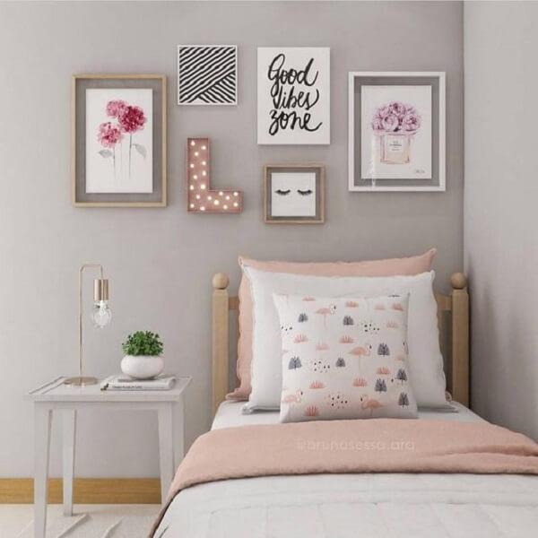 decoração quarto de solteiro nos tons rosa e cinza
