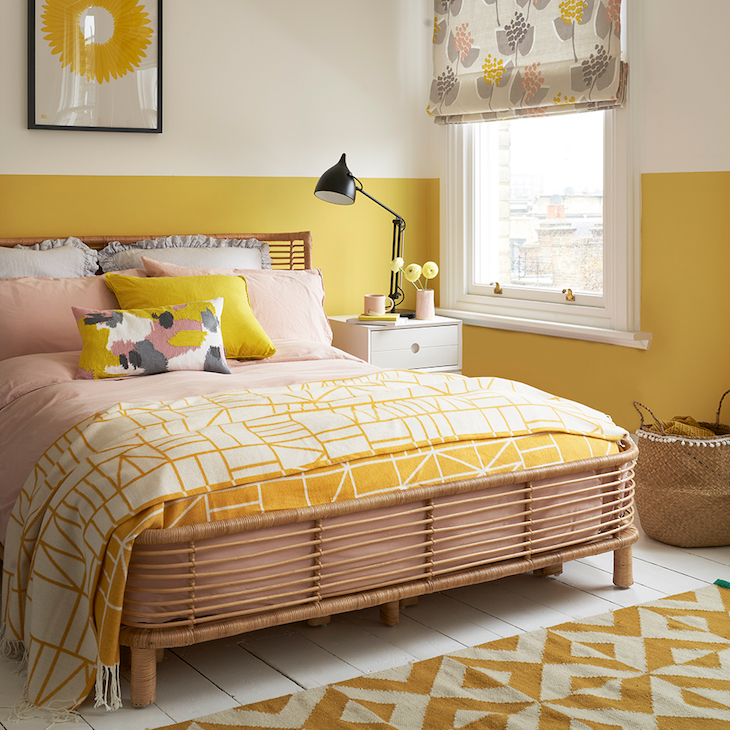 quarto em tons de amarelo