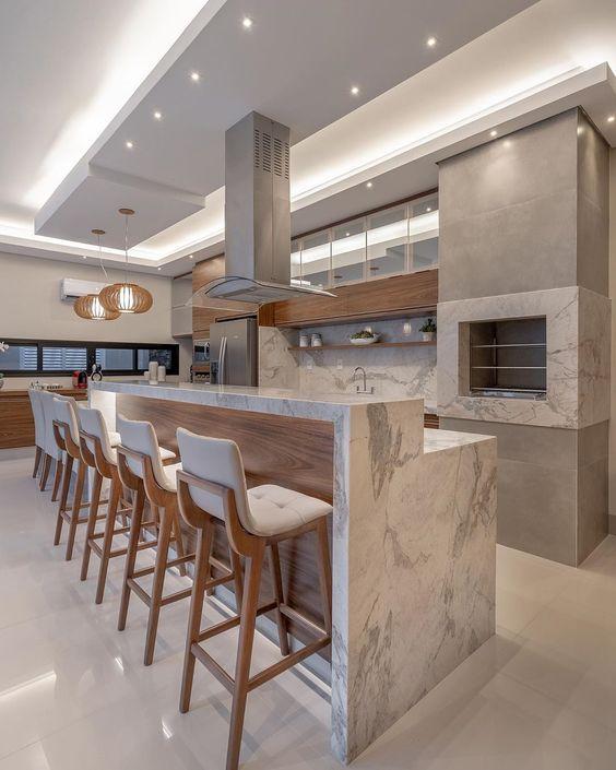 Bancada de cozinha com pedra cinza.