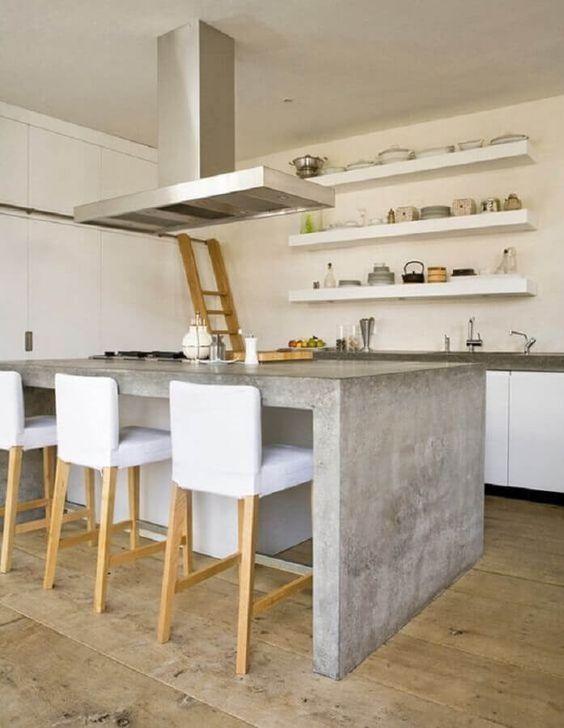 Cozinha branca e cinza.