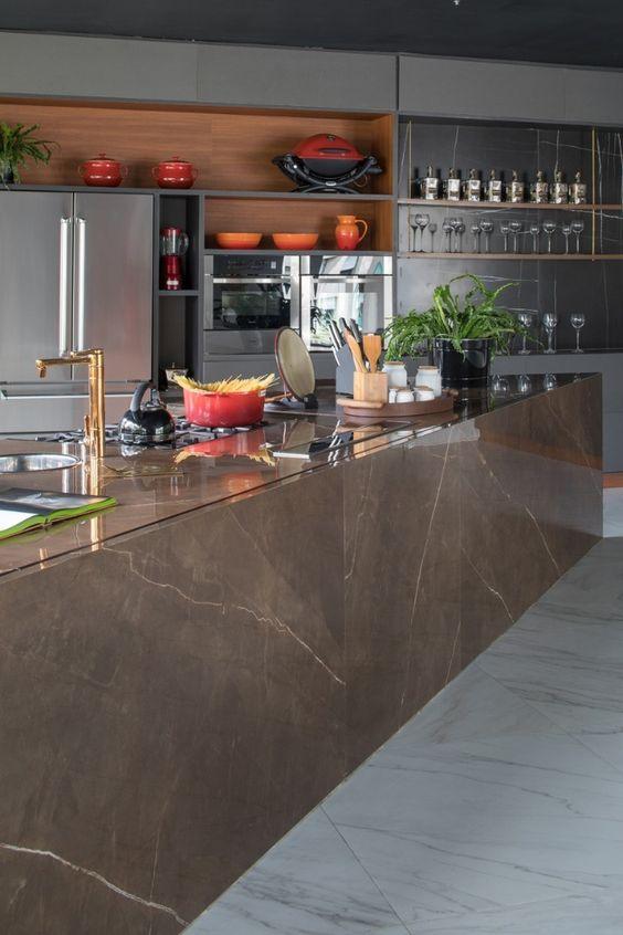 Bancada de cozinha com vidro.