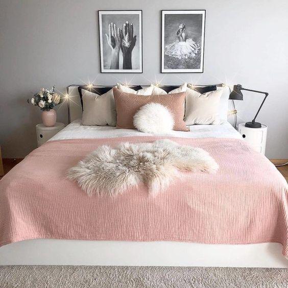 cores para quarto de casal feng shui em tons pastéis de rosa, cinza e branco