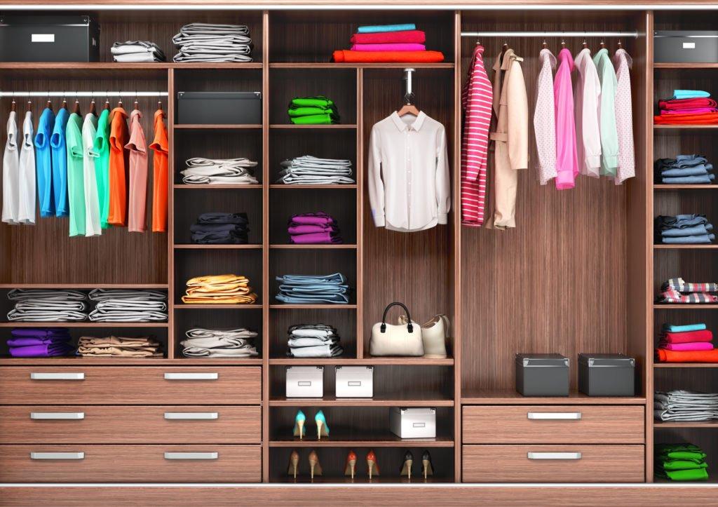 Como organizar guarda roupa sem portas